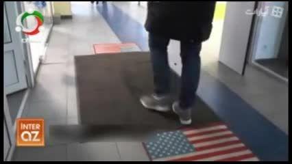 پرچم آمریکا زیر پای شهروندان روس