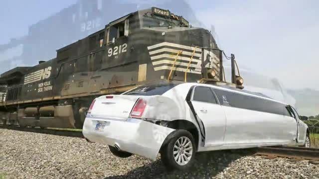 تصادف لیموزین و قطار