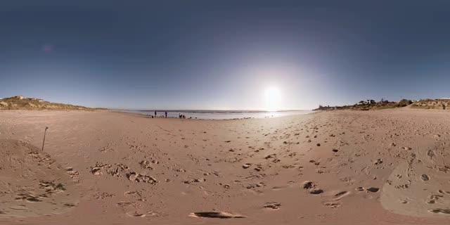 ویدئو 360 قدم زدن در کنار ساحل
