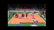 برخورد توپ با سر بازیکنان در والیبال