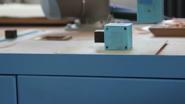 تولید یک ربات مادر که قادر به تولید ربات های فرزند است