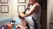 روش ابداعی پدر برای بستن مو دخترش :)