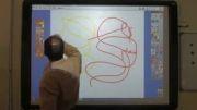 استفاده دو کاربر از تابلوی هوشمند در کلاس درس
