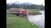 عبور از رودخانه به وسیلۀ کامیون پر بار