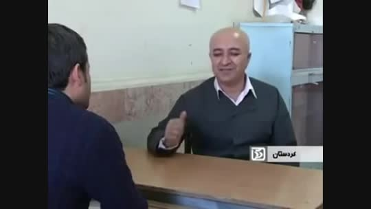 معلمی کوردی  که جهت همدردی با شاگردش سرش را تراشید