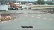 تصادف هولناک قطار با کامیون