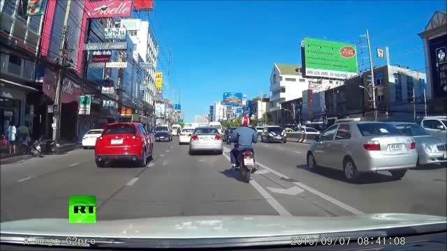 لحظه سقوط جسم نورانی یا شهاب سنگ در تایلند