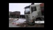 واژگونی کامیون ها بر اثر لغزندگی جاده
