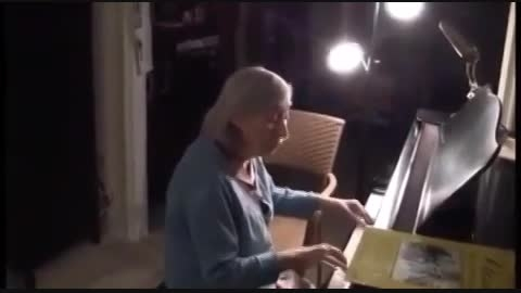 ته خندس!پیرمرد و پیرزن با هم خوشن!