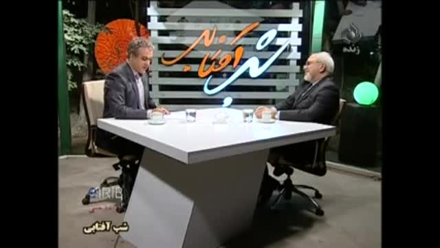 سوتی مجری و عوامل پشت صحنه مقابل محمد جواد ظریف در برنا