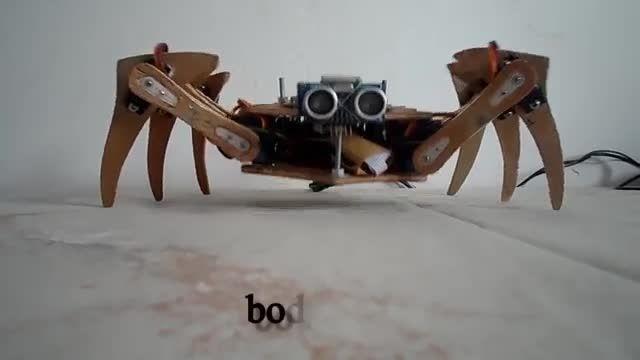 ربات عنکبوتی با قابلیت کنترول با گوشی هوشمند