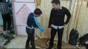 صحنه ای تکان دهنده در اربعین - التماس برای شستن جوراب
