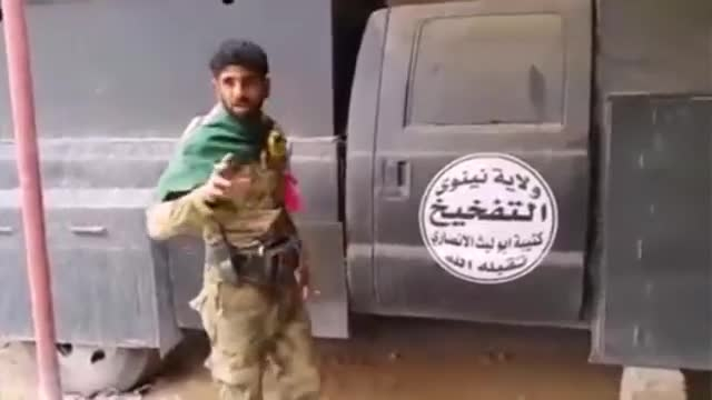 خودروی ویژه انتحاری داعش در بیجی در دست رزمندگان شیعه