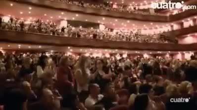 وقتی مسی در سالن تئاتر شگفت زده شد