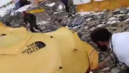 لحظه وقوع زلزله نپال در اورست