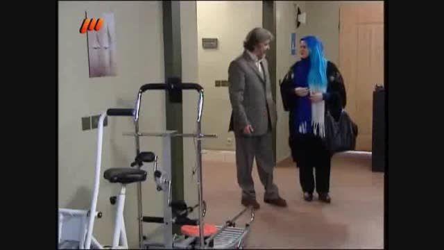 انتقال وسایل باشگاه نعیمه نظام دوست به ساختمان پزشکان