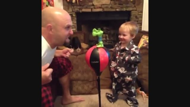 پدر عصبانی و کودک خوشحال