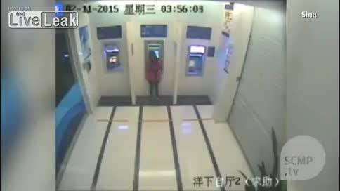 زورگیری و سرقت از دختر جوان