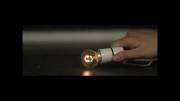شکستن حباب لامپ روشن