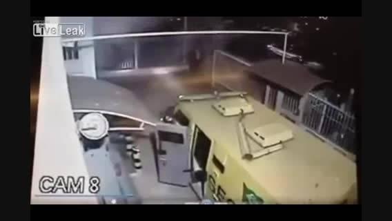 سرقت مسلحانه از بانک همزمان با حضور خودرو حمل پول