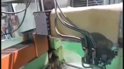 کارخانه تولید برنج در شرق اسیا.با الیاف یا گونی میسازن