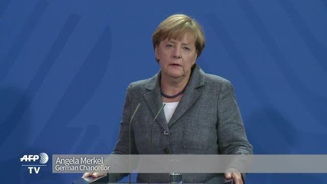آنگلا مرکل : تهدید ، راه حل معضل پناهجویان نیست