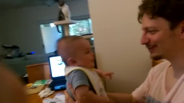 نوزادی سه ماهه که حرف می زند!