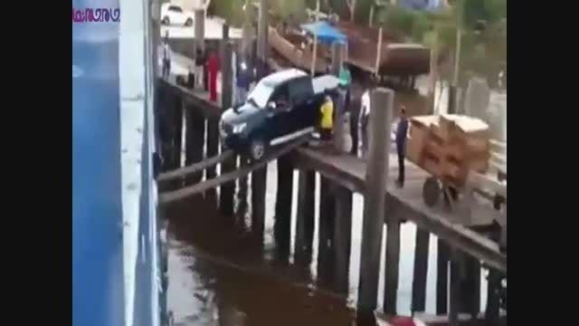 لحظات دلهره آور یک راننده وانت+قایق فیلم ویدیو کلیپ