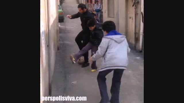 فوتبال بازی ستاره سابق پرسپولیس و استقلال در کوچه