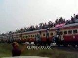 قطار با این همه مسافر دیده بودی