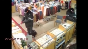 سرقت مسلحانه از فروشگاه_ سارقان جواهرات را دزدیدند....