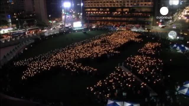 شمع هایی که برای کشته شدگان کشتی کره ای روشن شدند