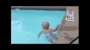 شنای نوزاد 16 ماهه در استخر !
