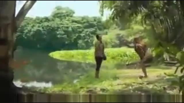 وای تمساح دخترو خورد!