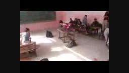 ببینید این دانش آموز با نیمکت چه میکنه.تک چرخ لایی ویرژ
