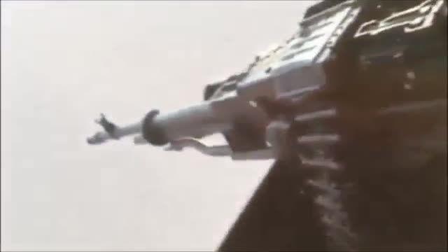 انهدام خودروی زرهی تروریستهای داعش از روی هلی کوپتر