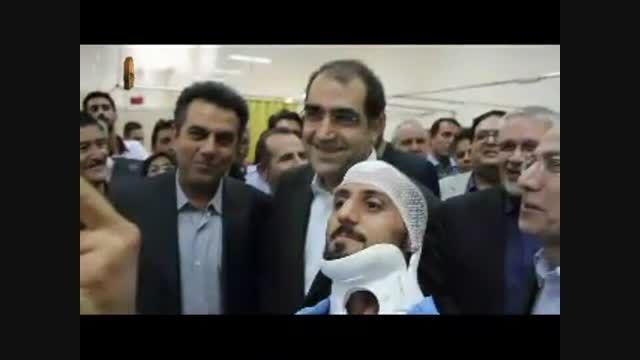 سلفی گرفتن یک بیمار با وزیر محترم بهداشت در بیمارستان