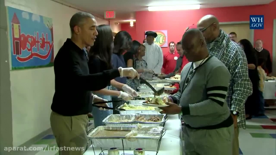 سرو غذای جشن شکر گذاری برای نیازمندان توسط اوباما