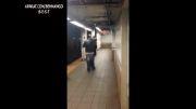 قصد خودکشی مرد دیوانه در مترو..