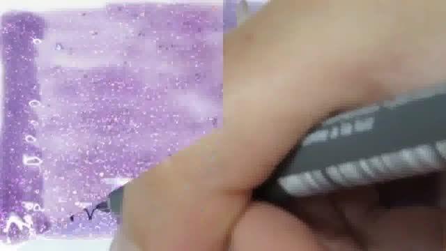 طرح دیزاین جدید روی ناخن به شکل پولک ماهی رنگین کمان