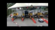 لحظه چپ کردن کامیون در عوارضی
