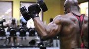 کلیپی از فیگور زیبای بدنساز 70 ساله......