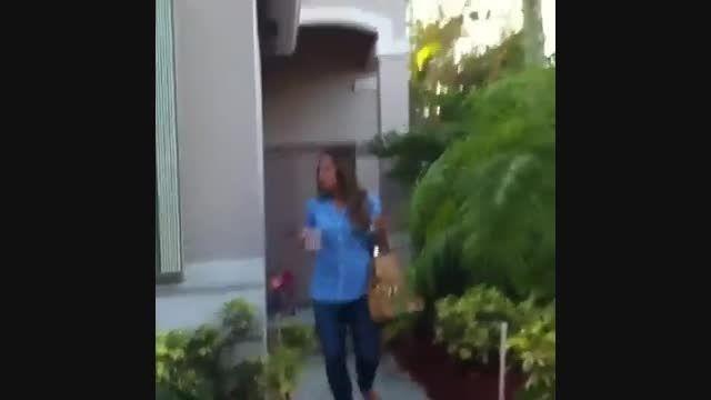 اسپرت کردن ماشین توسط دو دختر بچه خیلی باحاله ههههه