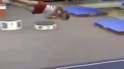 حرکت عجیب ورزشکار ژیمناســت!!!!
