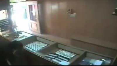 سرقت مسلحانه طلافروشی با لباس نیروی انتظامی وتیراندازی