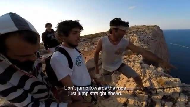 تصاویری باورنکردنی از سقوط آزاد روی صخره ها