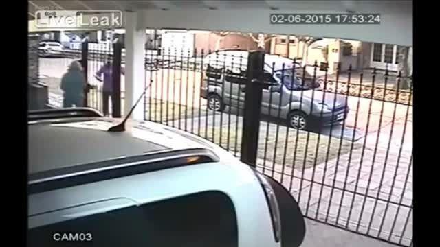 ناکامی دزدان در برابر عکس العمل به موقع زن ثروتمند باهو