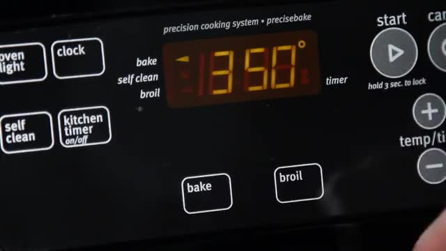 طرز تهیه نان موز - Bazeh.com Bakery