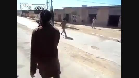 اعدام وحشیانه تروریست (ارتش ازاد) توسط تروریست (داعش)