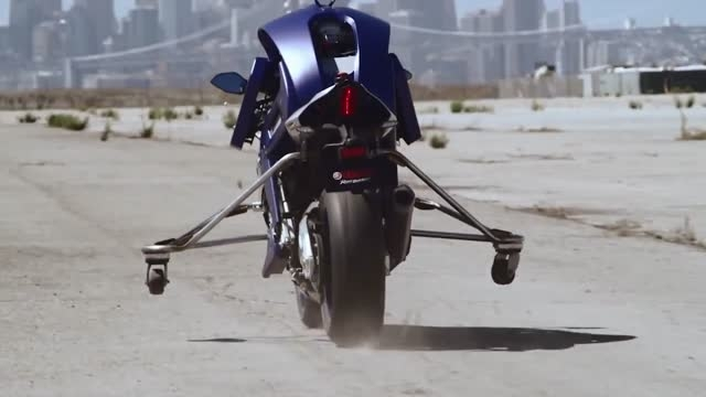 دعوت یک روبات از پرافتخارترین موتور سوار جهان